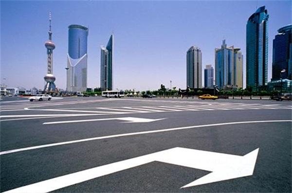 上海世纪大道.jpg